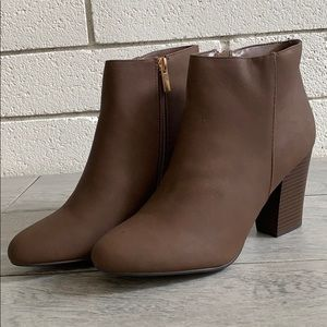Size 10 Brown Almond toe stacked heel boot